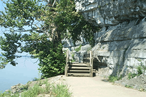 Cave-in-Rock-Walkpath